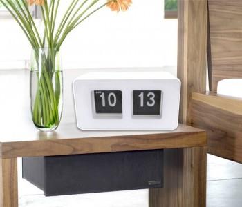 Reloj de mesa retro blanco